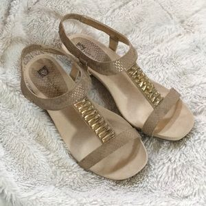 🎀 Ann Klein low wedge heeled shoes 🎀